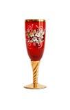 Vidrio de vino rojo con el modelo de flor y un st de oro Fotos de archivo libres de regalías