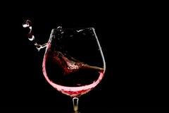 Vidrio de vino rojo en fondo oscuro Imagen de archivo libre de regalías