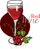 Vidrio de vino rojo y de uvas Imagenes de archivo