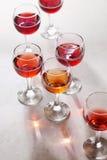 Vidrio de vino rosado fotos de archivo