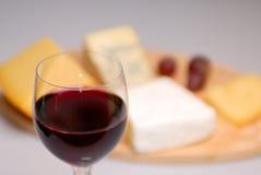 Vidrio de vino y de queso Foto de archivo