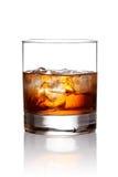 Vidrio de whisky escocés y de hielo Imágenes de archivo libres de regalías