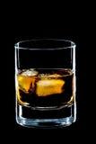 Vidrio de whisky y de hielo fotografía de archivo