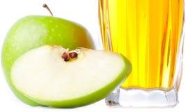 Vidrio de zumo de manzana Fotos de archivo libres de regalías