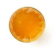 Vidrio de zumo de manzana fresco aislado en blanco, desde arriba Foto de archivo libre de regalías
