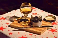 Vidrio del aperitivo del brandy y del caviar Fotos de archivo libres de regalías