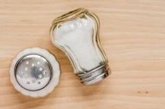 Vidrio del echador con la sal foto de archivo libre de regalías
