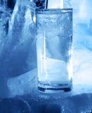 Vidrio del hielo y de agua Imágenes de archivo libres de regalías