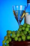 Vidrio del manojo del vino y de la uva Foto de archivo libre de regalías