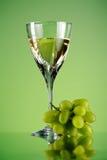 Vidrio del manojo del vino y de la uva Imágenes de archivo libres de regalías