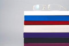 Vidrio del ojo en los libros Fotografía de archivo libre de regalías