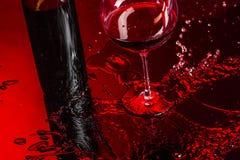 Vidrio del vino y de la botella Imagenes de archivo