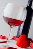 Vidrio del vino y de la botella de vino Foto de archivo libre de regalías
