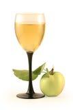 Vidrio del vino y de la manzana Imagen de archivo
