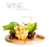 Vidrio del vino y de la uva Foto de archivo