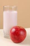 Vidrio del yogur y de la manzana Imágenes de archivo libres de regalías