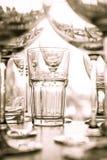 Vidrio en la barra, mucho vidrio en la tienda Fotografía de archivo