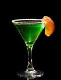 Vidrio encendido parte posterior de martini con el coctel del ajenjo Fotos de archivo libres de regalías