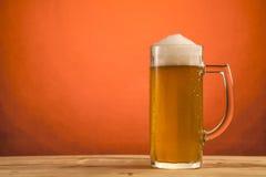 Vidrio frío de cerveza Imágenes de archivo libres de regalías
