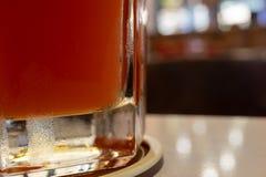 Vidrio inferior de Rose Beer fotos de archivo libres de regalías
