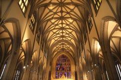 Vidrio manchado del interior de New York City de la iglesia de trinidad imagenes de archivo