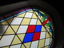 Vidrio manchado en iglesia foto de archivo libre de regalías