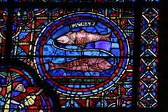 Vidrio manchado, la catedral de Chartres Foto de archivo