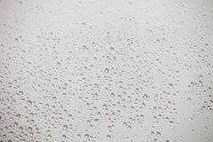 Vidrio mojado con descensos de la caída de la lluvia Fotografía de archivo