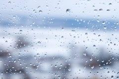 Vidrio mojado con gotas del agua Imagenes de archivo