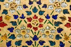 Vidrio multicolor adornado en la pared imagen de archivo libre de regalías