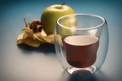Vidrio orgánico del cide de la manzana Imagen de archivo