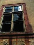 Vidrio quebrado en la ventana del castillo Imagen de archivo libre de regalías