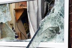 Vidrio quebrado en ventana Foto de archivo libre de regalías
