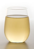 Vidrio sin pie de vino blanco enfriado fotos de archivo libres de regalías