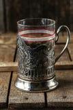Vidrio vacío del vintage para el té con el soporte de vaso fotografía de archivo