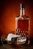 Vidrio y botella de brandy Foto de archivo libre de regalías