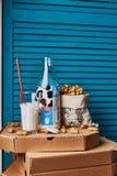 Vidrio y botella de leche Foto de archivo libre de regalías