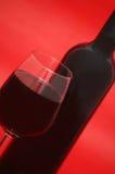 Vidrio y botella de vino Fotografía de archivo