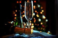 Vidrio y botellas de champán Fotografía de archivo libre de regalías