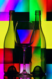 Vidrio y botellas de vino imagen de archivo