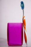 Vidrio y cepillo de dientes Imagen de archivo libre de regalías