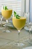 Vidrios altos del smoothie del mango Imágenes de archivo libres de regalías