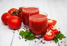 Vidrios con el jugo de tomate Fotografía de archivo
