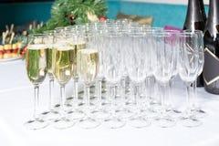 Vidrios con el shampagne en fila Fotografía de archivo