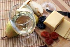 Vidrios con el vino blanco Imagen de archivo libre de regalías
