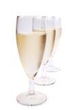 Vidrios con el vino blanco y la uva blanca Foto de archivo
