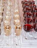 Vidrios con el vino rojo fotos de archivo libres de regalías