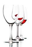 Vidrios con el vino rojo aislado en blanco Foto de archivo libre de regalías