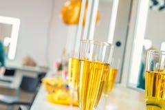 Vidrios con el vino y el champán Fotografía de archivo libre de regalías
