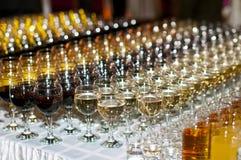 Vidrios con las bebidas Fotos de archivo libres de regalías